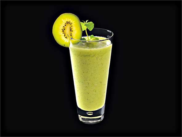 <b>Kiwi & Cucumber Smoothie</b><br/>Cucumber, Kiwi, Apple Juice, Margarita Mix